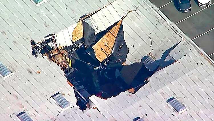 Истребитель F-16 врезался в здание