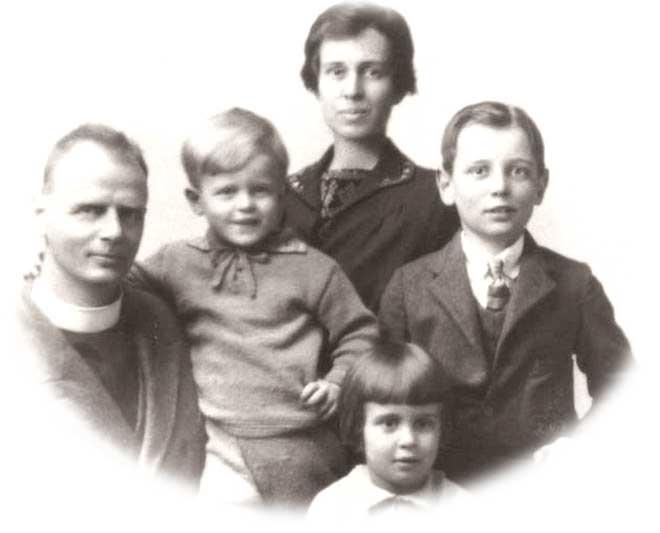 Хуберт Уоррен (слева) погиб в одной из первых крупных авиакатастроф в Австралии