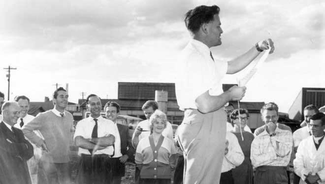 Дэвид в Лаборатории воздухоплавательных исследований в 1958 году